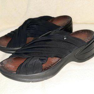 BZees Knockout Wedge Black Sandals Size 7.5